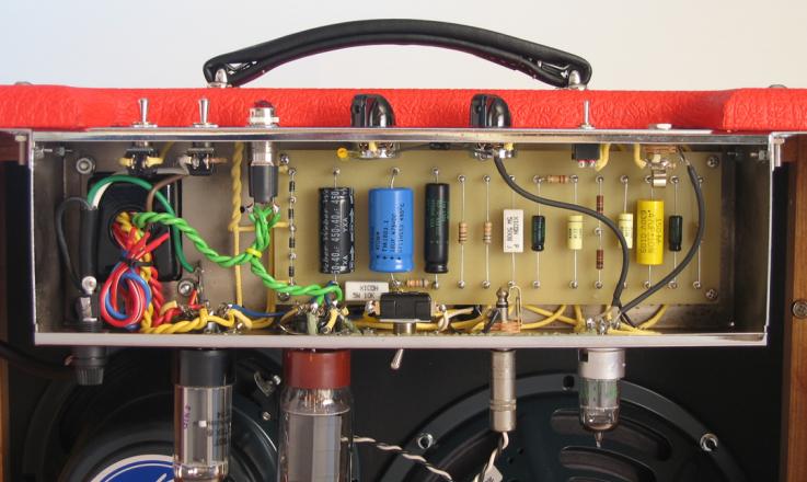 Two Stroke Guitar Amplifier inside components - By Robin Rigs
